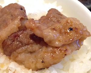 焼肉の達人から学んだ裏技:お肉を丸めて焼くと肉汁を逃さず柔らかく美味しく焼ける